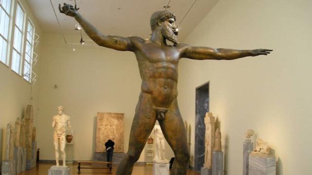 מיכאלאנגלו ודה וינצי עולים לאולימפוס: זאוס והרה במוקד היצירה
