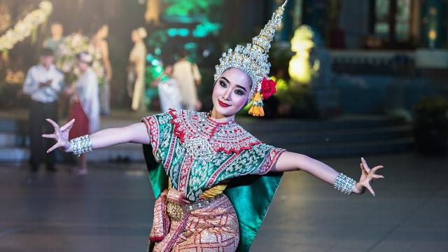 אומניות הבמה והמחול ממזרח אסיה של תאילנד קמבודיה נפאל וסין