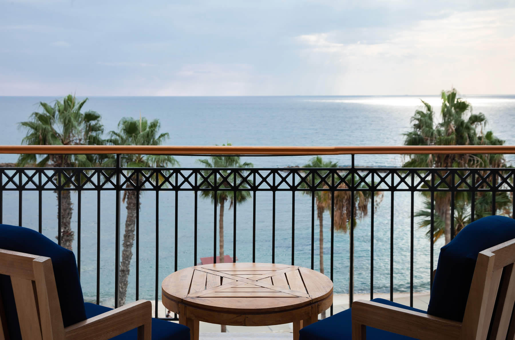 annabelle-suites-1800x1190--deluxe-one-bed-balcony