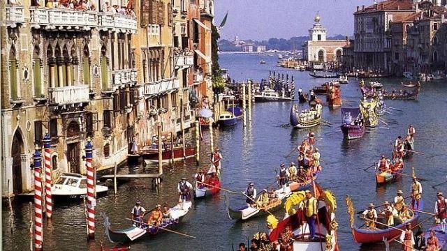 ארמונות, הגונדולה ואמצעי התחבורה השונים וסוף עידן וונציה כאימפריה